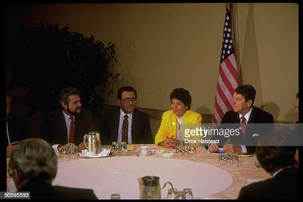 Pres Reagan aides fore Shultz Baker Fitzwater mtg w Nicaraguan contra ldrs Cesar Chamorro Ferrey Bermudez Robelo at Century Plaza Hotel
