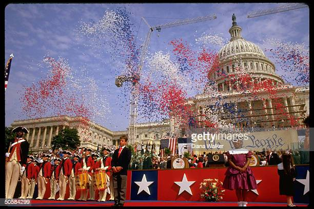Pres Reagan amid fanfare at Constitution Bicentennial gala outside Capitol