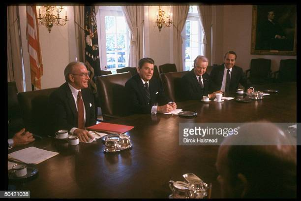 Pres Reagan mtg w bi partisan cong ldrs Senators Dole Byrd House Spkr Wright re budget deficit crisis