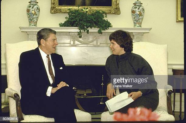 Pres Ronald W Reagan meeting with Russian poet Irina Ratushinskaya who emigrated in 1986