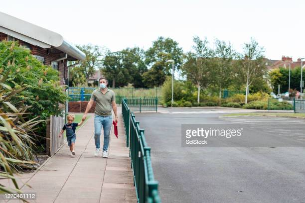 preschool drop off - school child stock pictures, royalty-free photos & images