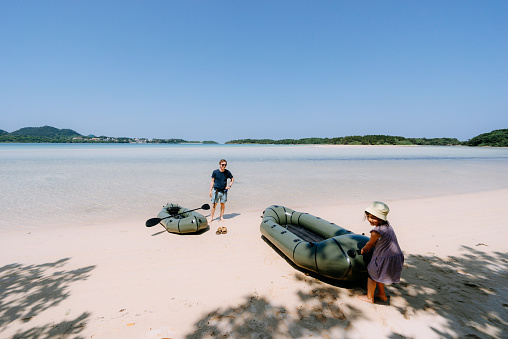 Preschool girl pulling inflatable raft to idyllic tropical beach, Ishigaki, Japan - gettyimageskorea