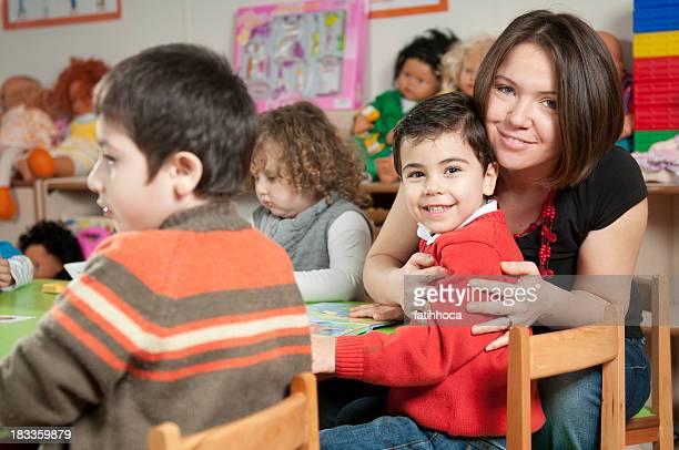 Preschoolers und Lehrer