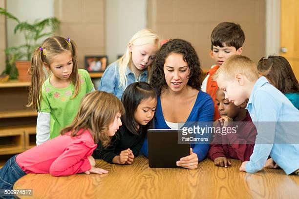Pre-schoolers en montaje tipo aula