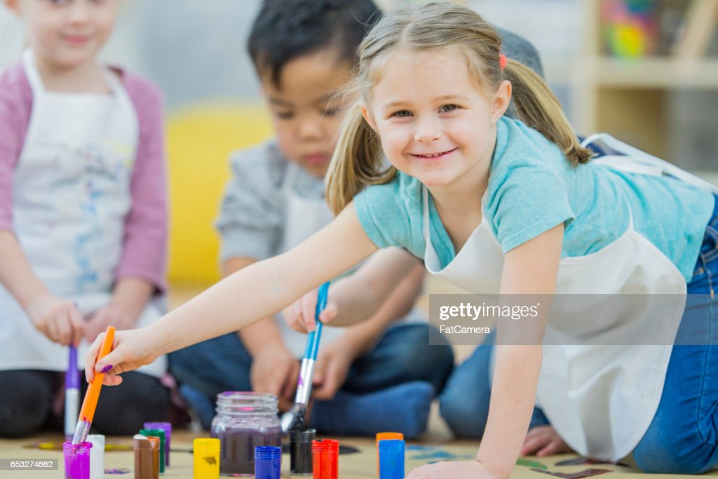Preschoolers Painting Together : Foto stock