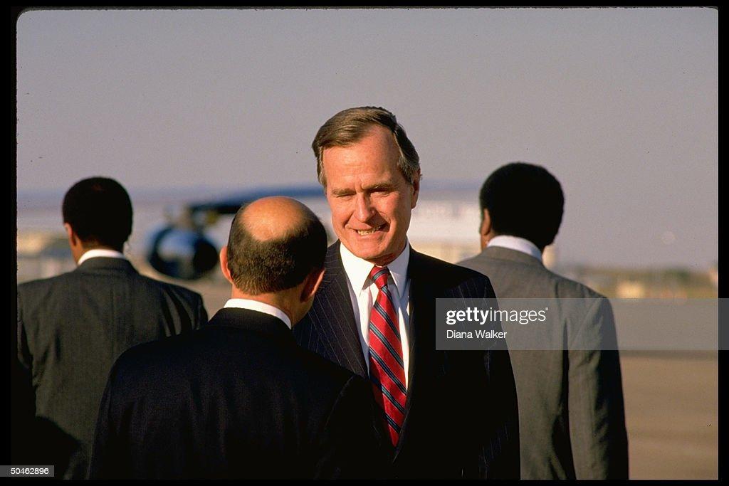 George h w bushcarlos de salinas gortari pictures getty images pres elect bush c greeting mexican pres elect salinas at airport in m4hsunfo