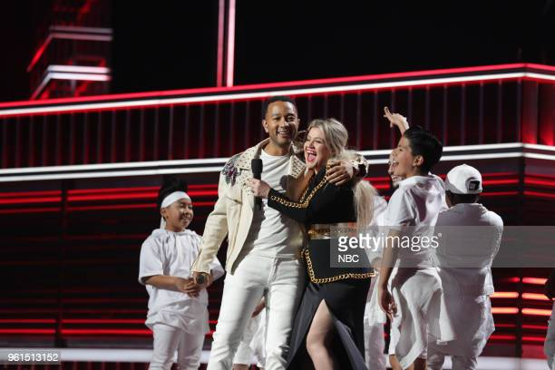 AWARDS Presentation 2018 BBMA's at the MGM Grand Las Vegas Nevada Pictured John Legend Kelly Clarkson