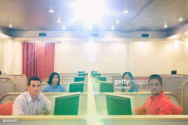presentation in call center - overheadprojector stockfoto's en -beelden
