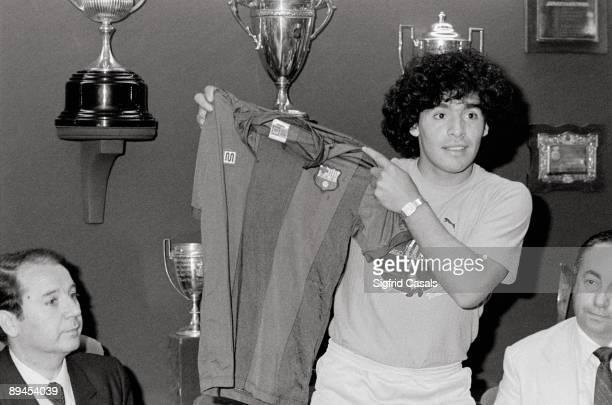 Presentation of Maradona in FC Barcelona The Argentinian football star Diego Armando 'Pelusa' Maradona shows the FC Barcelona´s singlet in the...