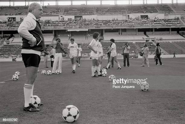 Presentation of Real Madrid F.C. Alfredo Di Stefano, Real Madrid´s coach, in the presentation of the football season 82-83