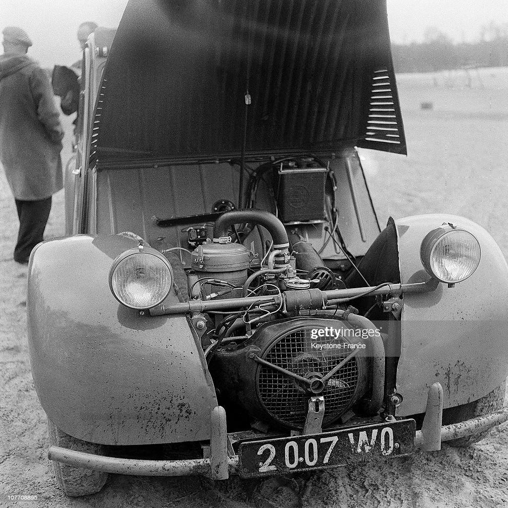 Demonstration Citroen 2 Cv Saharienne Four Wheels Drive In 1958 News Photo