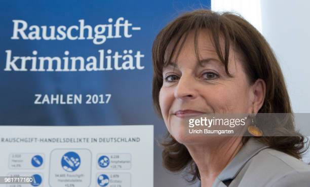 Presentation of the Federal Situation Report drugrelated crime in 2017 at the Federal Criminal Investigation in Wiesbaden Marlene Mortler drug...