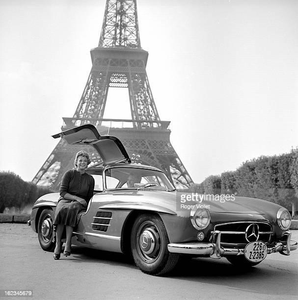 Presentation of the Mercedes 300 SL car circa 1953 Paris