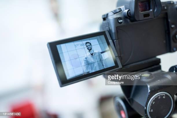 presentation on distance. - só um homem - fotografias e filmes do acervo