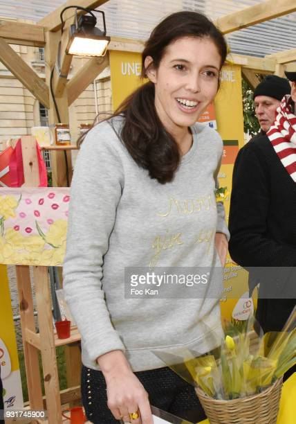 TV presenter Carole Tolila from France5 attends Une Jonquille pour Institut Marie Curie Place du Pantheon on March 13 2018 in Paris France