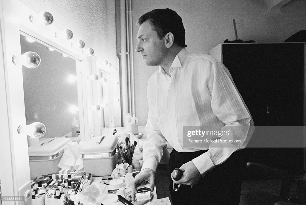 Television Presenter Jacques Martin in Dressing Room : ニュース写真