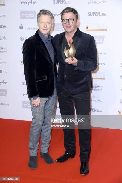 Presenter Joerg Pilawa and award winner Hans Sigl attend the Goldene Henne on October 13 2017 in Leipzig Germany