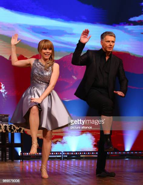 Presenter Joerg Pilawa and Swiss singer Francine Jordi dancing at the final rehersal for the Silvestershow  in Graz Austria 30 December 2017 The...