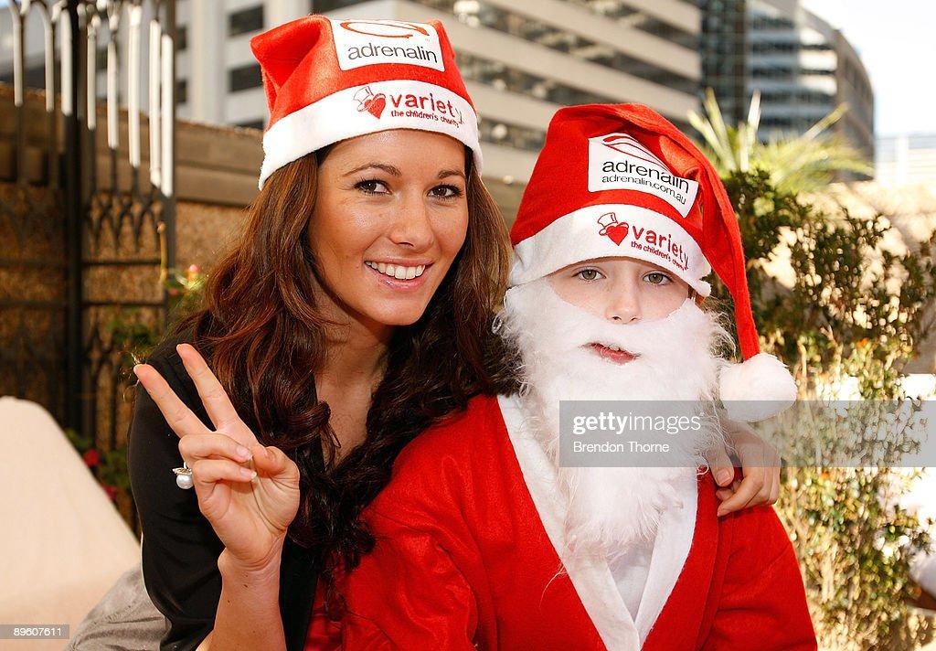 Santa Abseil Launches The Sydney Santa Fun Run : News Photo