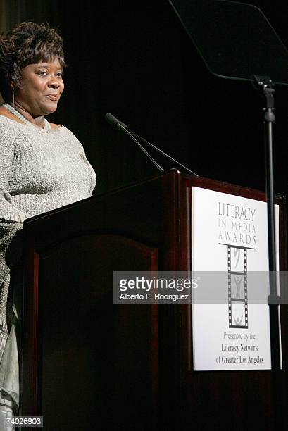 Presenter Loretta Devine attends the Literacy Networks' LIMA awards dinner on April 29 2007 in Los Angeles California