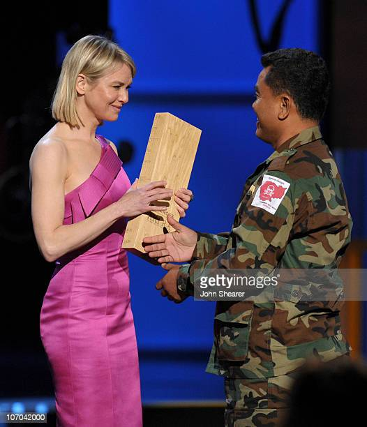 Presenter Renee Zellweger and CNN Hero Aki Ra of �Cambodian Self Help Demining� onstage during the 2010 CNN Heroes: An All-Star Tribute held at The...
