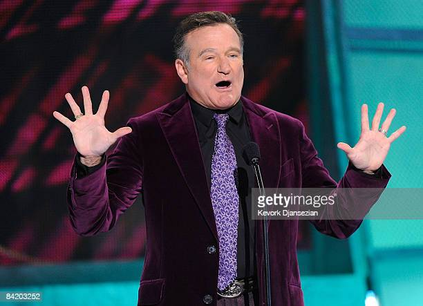 Presenter Robin Williams speaks during the 35th Annual People's Choice Awards held at the Shrine Auditorium on January 7, 2009 in Los Angeles,...