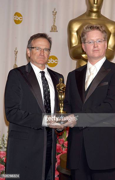 Presenter Robin Williams with Andrew Stanton winner of Best Animated Feature for Finding Nemo