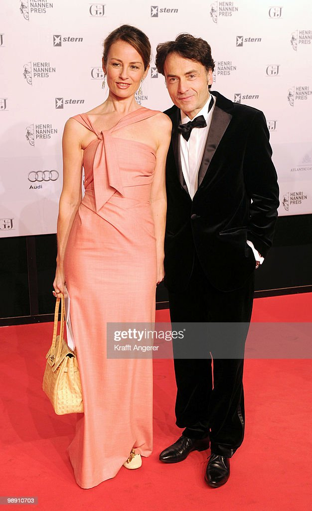 Presenter Sabrina Staubitz and Giovanni di Lorenzo attend the Henri-Nannen-Award at the Schauspielhaus on May 7, 2010 in Hamburg, Germany.