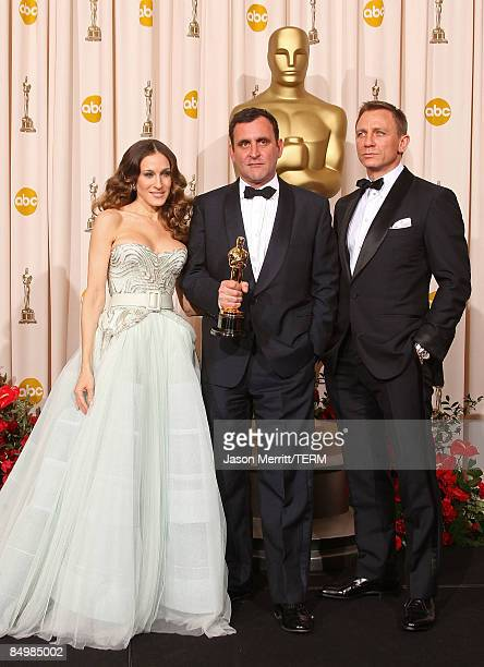 Presenter Sarah Jessica Parker Michael O'Connor and presenter actor Daniel Craig pose in the press room during the 81st Annual Academy Awards held at...