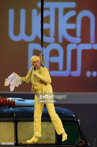 Presenter Thomas Gottschalk is seen after a bath in mustard during the 176th 'Wetten dass' show at the Messe Nuernberg on October 4 2008 in Nuremberg...