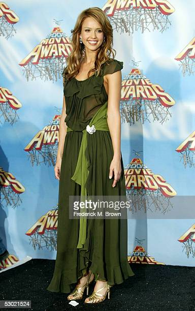 Presenter/actress Jessica Alba poses backstage during the 2005 MTV Movie Awards at the Shrine Auditorium on June 4 2005 in Los Angeles California The...