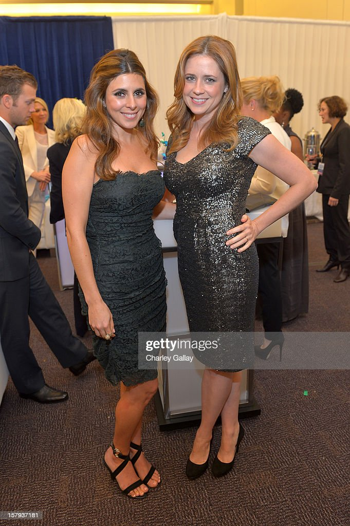 Presenters and actresses, Jamie-Lynn Sigler and Jenna Fischer attend the American Giving Awards presented by Chase held at the Pasadena Civic Auditorium on December 7, 2012 in Pasadena, California.