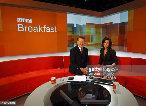 Presenters Bill Turnbull and Susanna Reid on the set of BBC Breakfast, the morning television news programme simulcast on BBC One and BBC News 24. It...