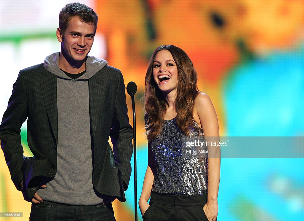 Presenters Hayden Christensen (L) and Rachel Bilson speak during the Spike TV's 2007 'Video Game Awards' at the Mandalay Bay Events Center on December 7, 2007 in Las Vegas, Nevada.