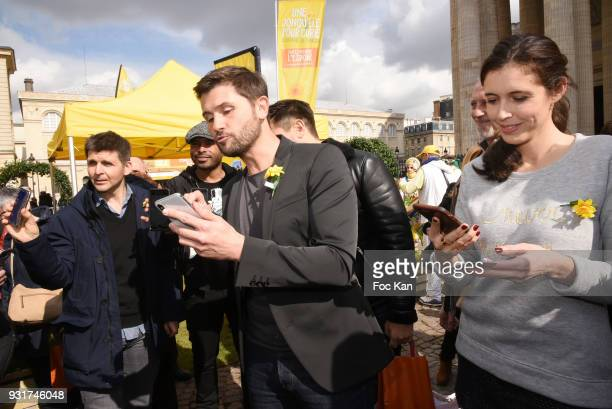 TV presenters Thomas Sotto Ali Rebeihi Christophe Beaugrand singer Vincent Niclo TV presenter Carole Tolila France5 attend Une Jonquille pour...