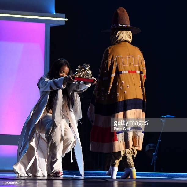 SZA presents the Legend Award to Erykah Badu onstage during the 2018 Soul Train Awards presented by BET at the Orleans Arena on November 17 2018 in...