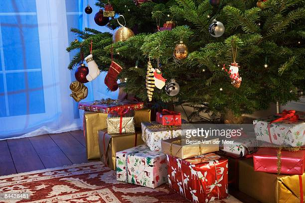 presents under the christmas tree. - gift stock pictures, royalty-free photos & images