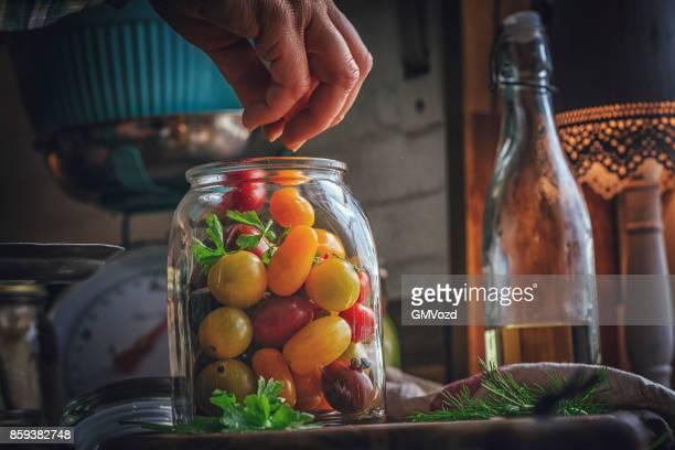 Behoud van de biologische gemengd gekleurde Cherry tomaten in potten