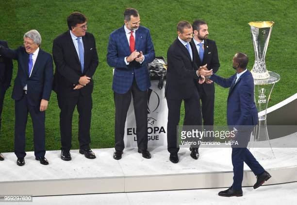 President Aleksander Ceferin and King Felipe of Spain greet Eric Abidal after the UEFA Europa League Final between Olympique de Marseille and Club...