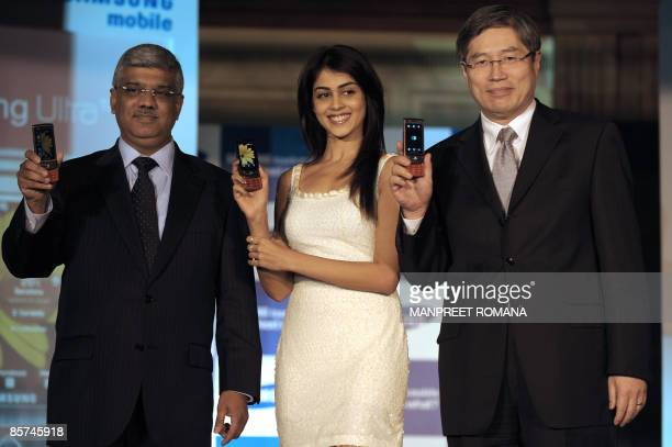 President and Chief Executive Officer of Samsung India Electronics Jung Soo Shin Samsung Telecom Division India Country Head Sunil Dutt and Indian...