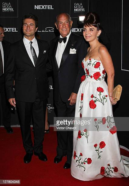 President and general director of Nextel Mexico Peter Foyo fashion designer Oscar De La Renta and Nextel public relations director Lissete Trepaud...