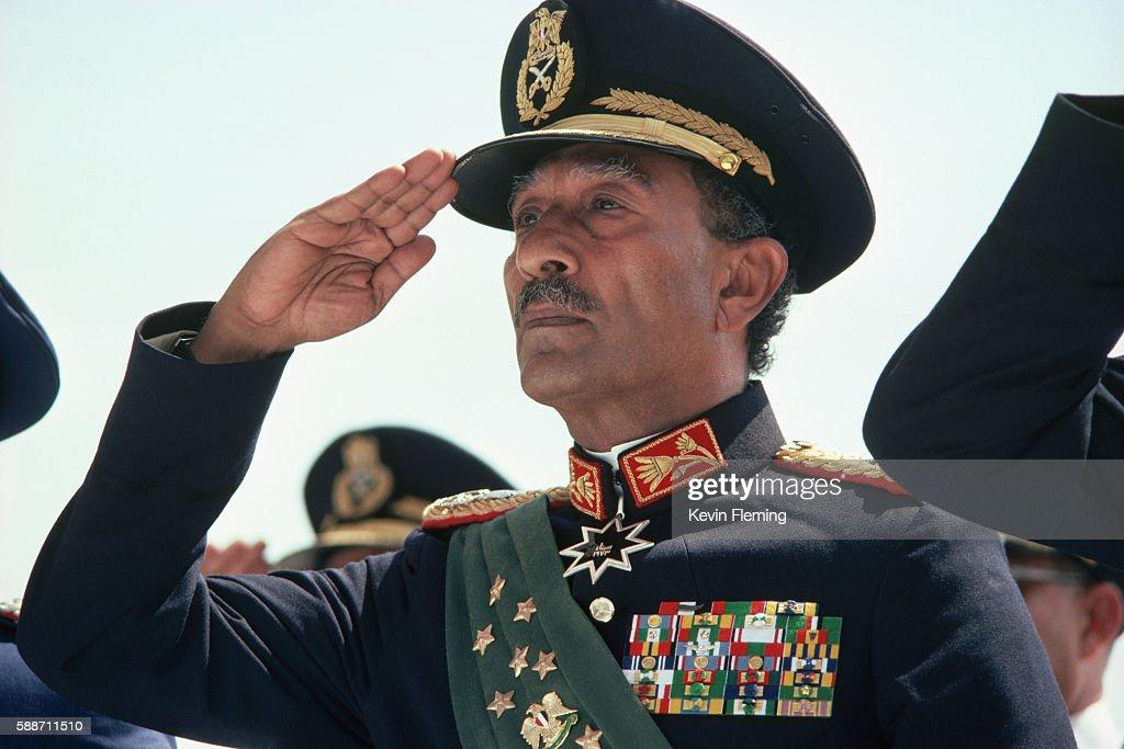 Anwar Sadat Saluting : News Photo