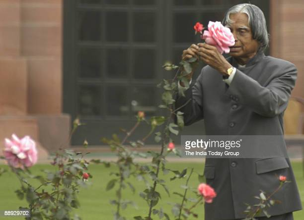 President APJ Abdul Kalam admires the flowers at the Mughal Garden New Delhi Feb 7 2007 The Mughal gardens will be open for public from Feb 10