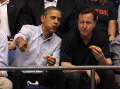 President barack obama and british prime minister david cameron eat a picture id141261324?s=170x170
