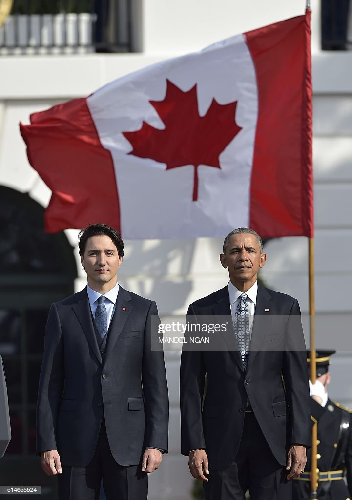 US President Barack Obama and Canada's Prime Minister Justin Trudeau take part in a welcome ceremony during a State Visit on the South Lawn of the White House on March 10, 2016 in Washington, DC. / AFP / MANDEL