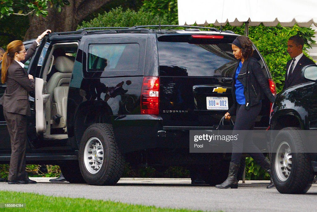 President Barack Obama (R) and first lady Michelle Obama (2R) leave in a motorcade to attend a parents-teacher conference at Sidwell Friends Middle School October 22, 2013 in Washington, DC. The Obamas' daughters, Sasha, 12, and Malia, 15, both attend Sidwell Friends School.