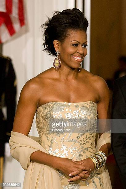 President Barack Obama and first lady Michelle Obama welcome India's Prime Minister Manmohan Singh and his wife Gursharan Kaur to the State Dinner at...
