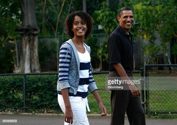 US President Barack Obama and his oldest daughter Malia walk by the Whitehanded Gibbon exhibit at the Honolulu Zoo in Honolulu Hawaii on Sunday Jan 3...