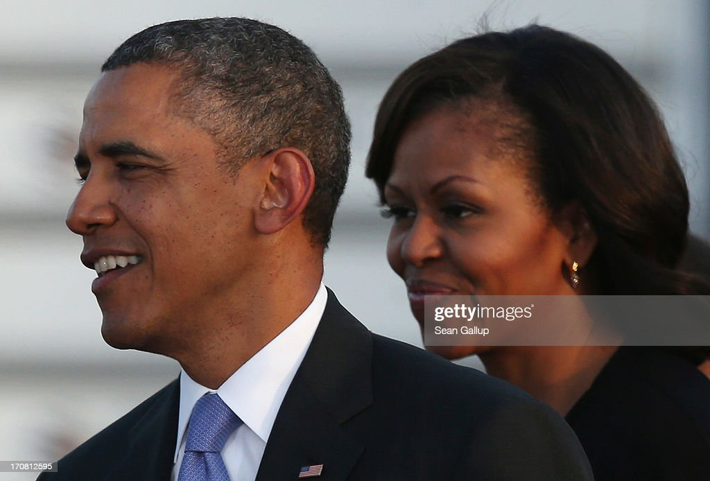President Obama And Family Arrive In Berlin : ニュース写真