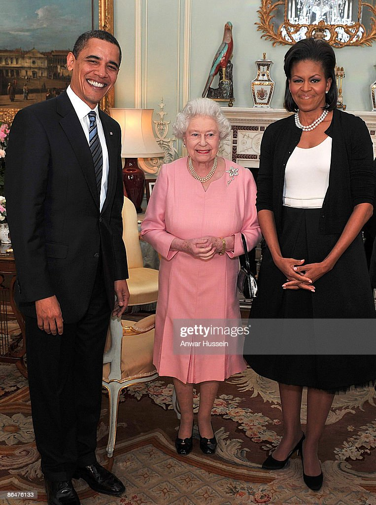 US President Barack Obama and his wife, Michelle Obama pose with Queen Elizabeth II at a reception at Buckingham Palace on April 1, 2009 in London, England.